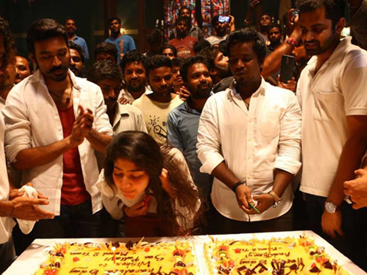 Sai Pallavi Bday celebration in Maari 2 Sets