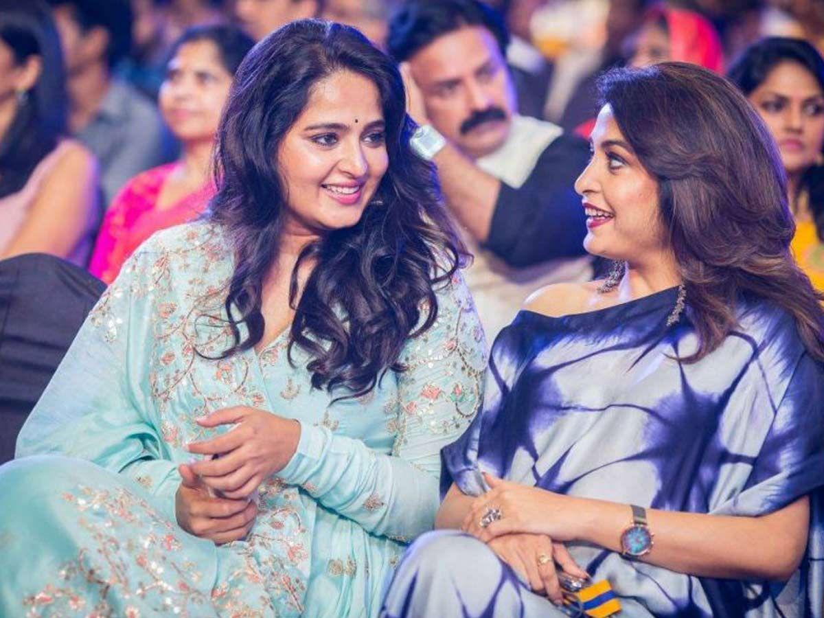 Photos: Anushka Shetty, Ramya Krishnan and Nayanthara at Gold Medal 2018 Awards