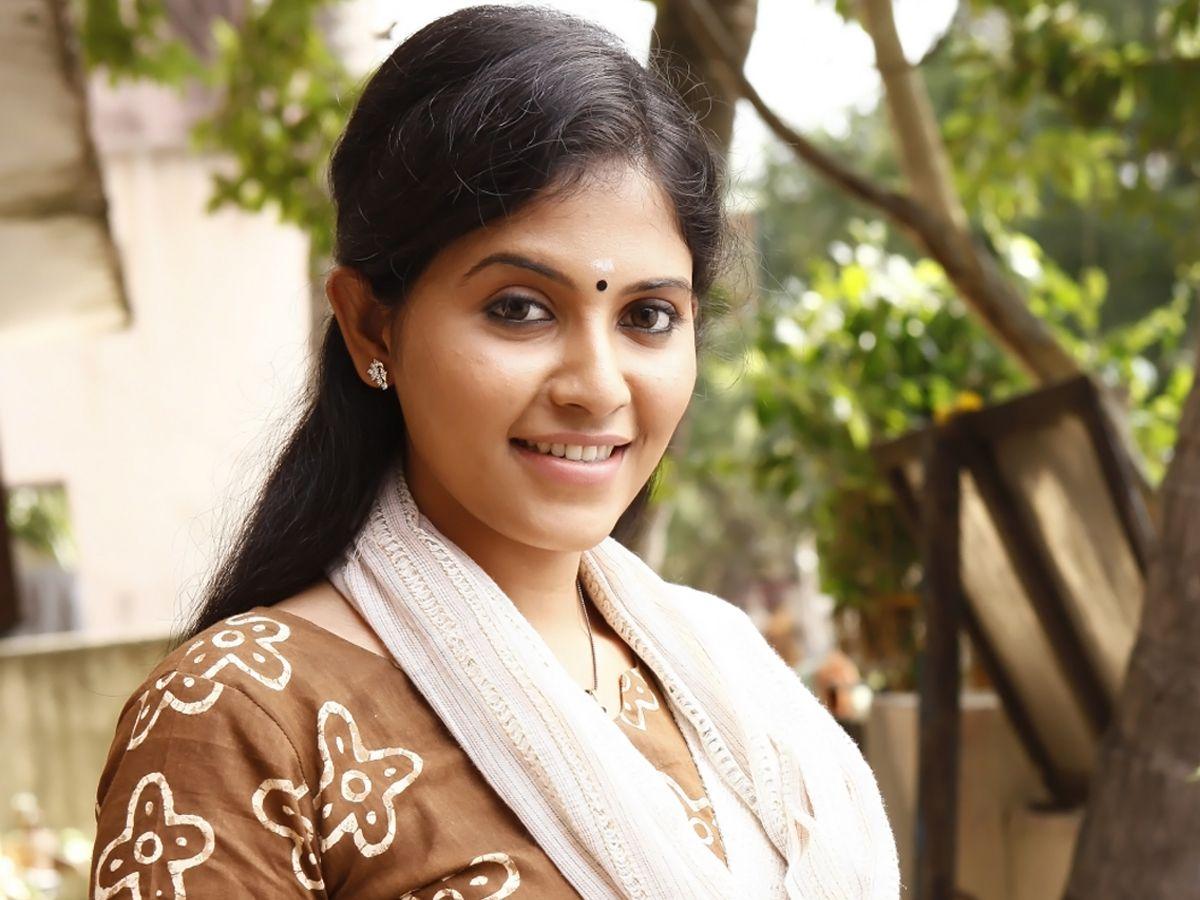 Actor Anjali Photos: Indian Film Actress Anjali HD Images