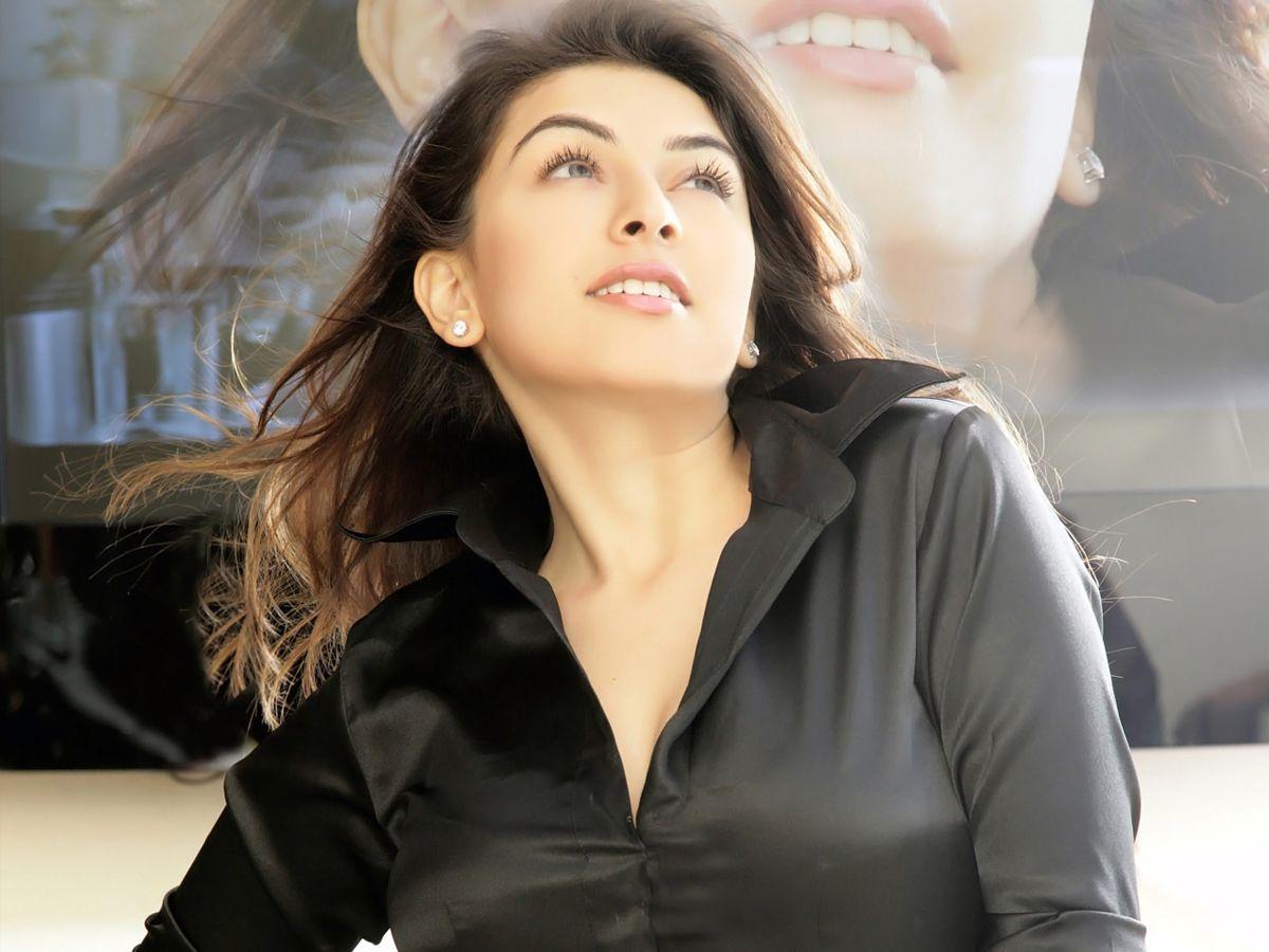 Hot Tamil Actress Hanshika Motwani