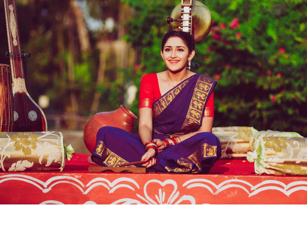 Sayyeshaa Image Gallery | Sayyeshaa HD Pictures